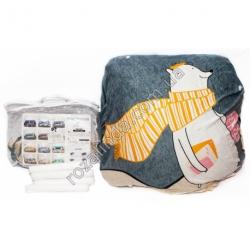 """M109 Чехол для дивана эластичный 3-x местный """"Полярный мишка с оранжевым шарфом, серый фон"""" + 1 наволочка"""